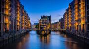 Красивый романтический закат в Гамбурге